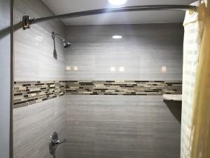 Empire Inn LAX - Sleek Shower Design